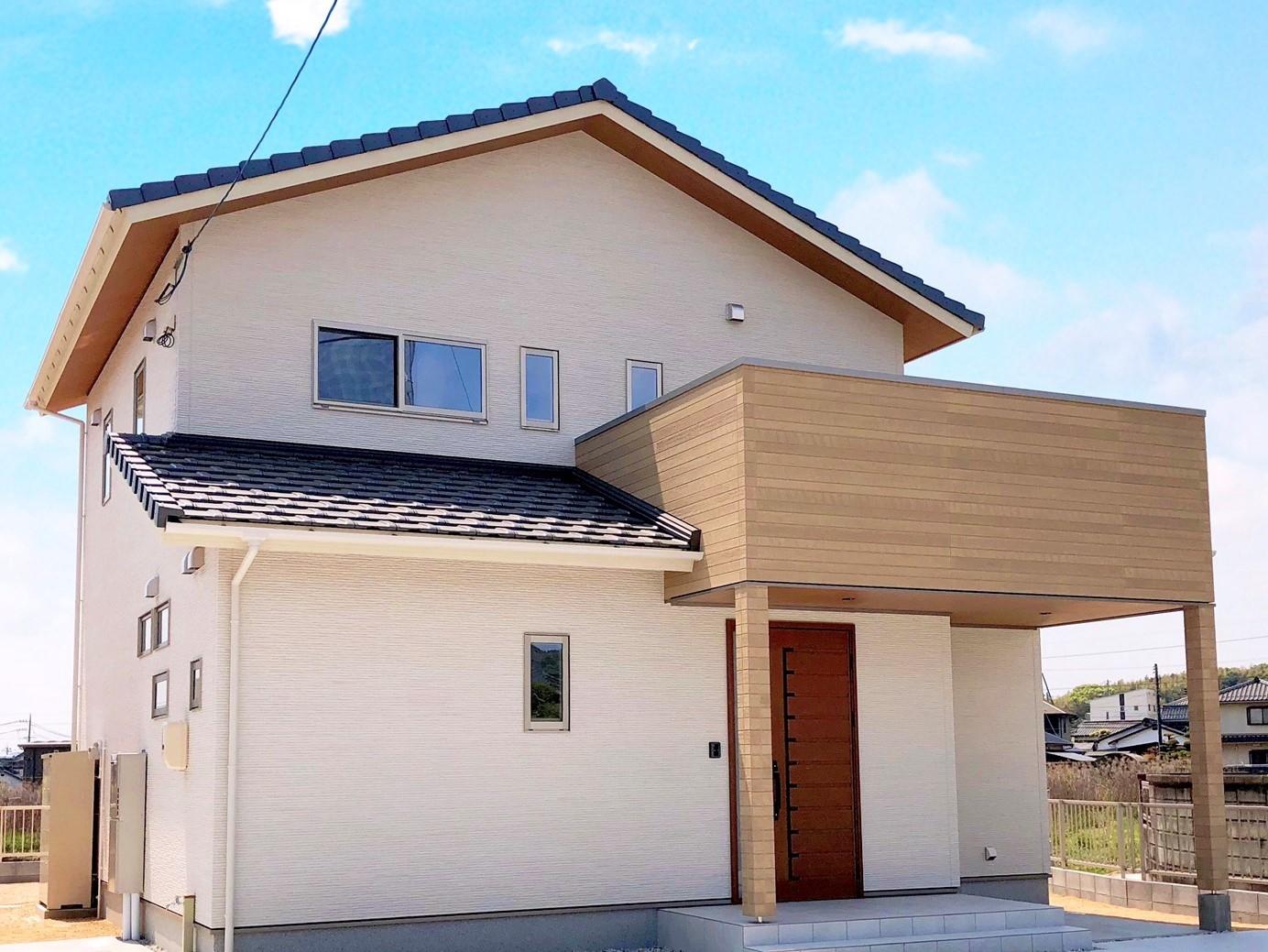 嘉川に咲いた自然素材の白い家